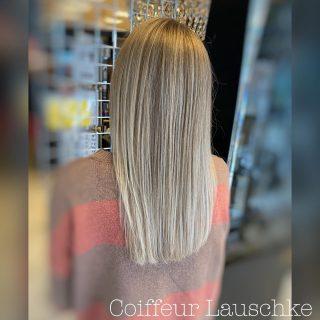 Swipe to See Before ➡️ . . . . . . . [Werbung] #newhaircolor @revlonprofessional_de #kassel #olaplex #hairdresser #coiffeurlauschke #blondhair #hairinspiration #streighthair #newhair #hairtransformation