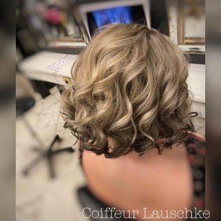💞 . . . . . . . [Werbung] #hairinspiration #wavyhair #darkends #darkhair #blondhair #olaplex #ghd #revlon @revlonprofessional_de #kassel #coiffeurlauschke #hairdresser