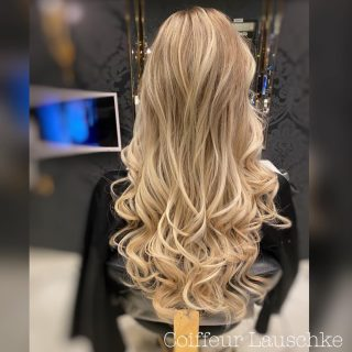 Great Lengths . . . . . . [Werbung] #hairinspiration @greatlengths #hairextensions #simplycreative #blond #hairdresser #hairstyles #wavyhair #newhair #longhair #balayageblonde #greatlengths Kassel #haarverlängerung Kassel