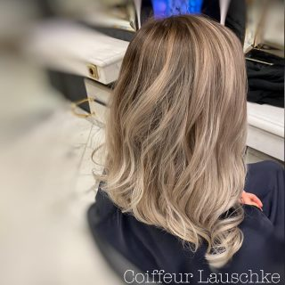 Great Lengths . . . . . . . . [Werbung] #hairinspiration #blondhair #bobhaircut @greatlengths #greatlengths #haircut #wavyhair #balayageblonde #new #revlonprofessional #olaplex