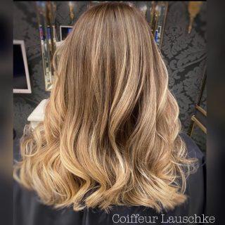 💖 . . . . . . . . [Werbung] #hairinspiration #kassel #beforeandafter #swipe➡️ #new #olaplex #revlon @revlonprofessional_de #hairdresser #hairtransformation #hairinspo