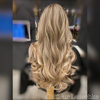 Great Lengths . . . . . . . [Werbung] #hairinspiration @greatlengths #simplycreative #blondehair #wavyhair #longhair #blondegirl #simplycreative #work #hairextensionskassel #olaplex