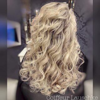 HAIR 💞 . . . . . . [Werbung] #hairinspiration #blondhair #kassel #hair #wavyhair #longhair #olaplex