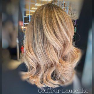 Before ➡️ . . . . . . . [Werbung] #hairinspiration #newhaircolor #olaplex #goldblonde #kassel #wavyhair #haircut #hairtransformation #coiffeurlauschke #hairtransformation