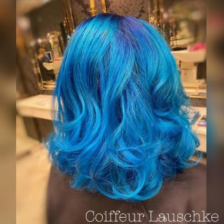💙 . . . . . [Werbung] #hairinspiration #türkishair #bluehair #wavyhair #dysonhair #olaplex #crazyhair #colorfullhair #hairdresser #kassel #love #scenehair #mediumhairstyles